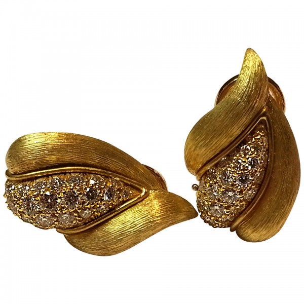 Henry-Dunay-Pave-Diamond-Gold-Clip-Earrings